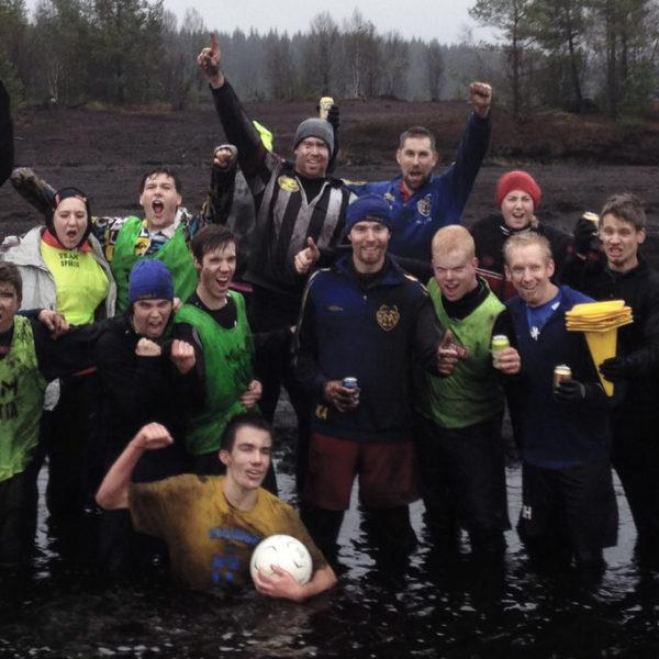 Mossfotbollen 2014 - vinst till de äldre med 4-3