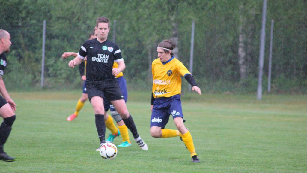 Daniel Johansson dribblar, Månstads IF