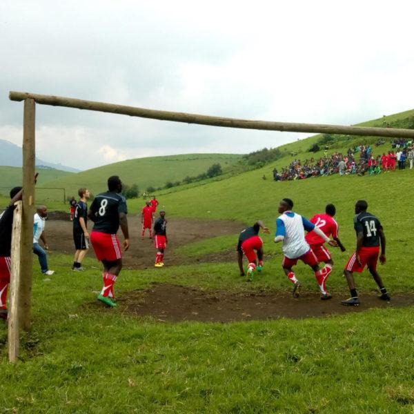 Lasse spelar fotboll i DR Kongo